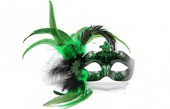 Plastic Mask with Macrame-Green Color